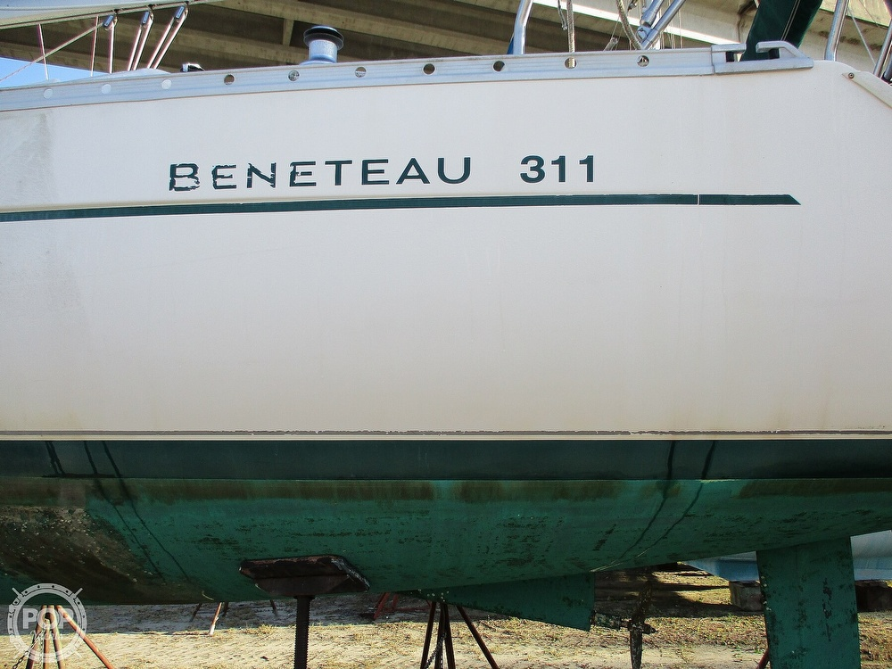 2000 Beneteau boat for sale, model of the boat is 311 & Image # 4 of 32