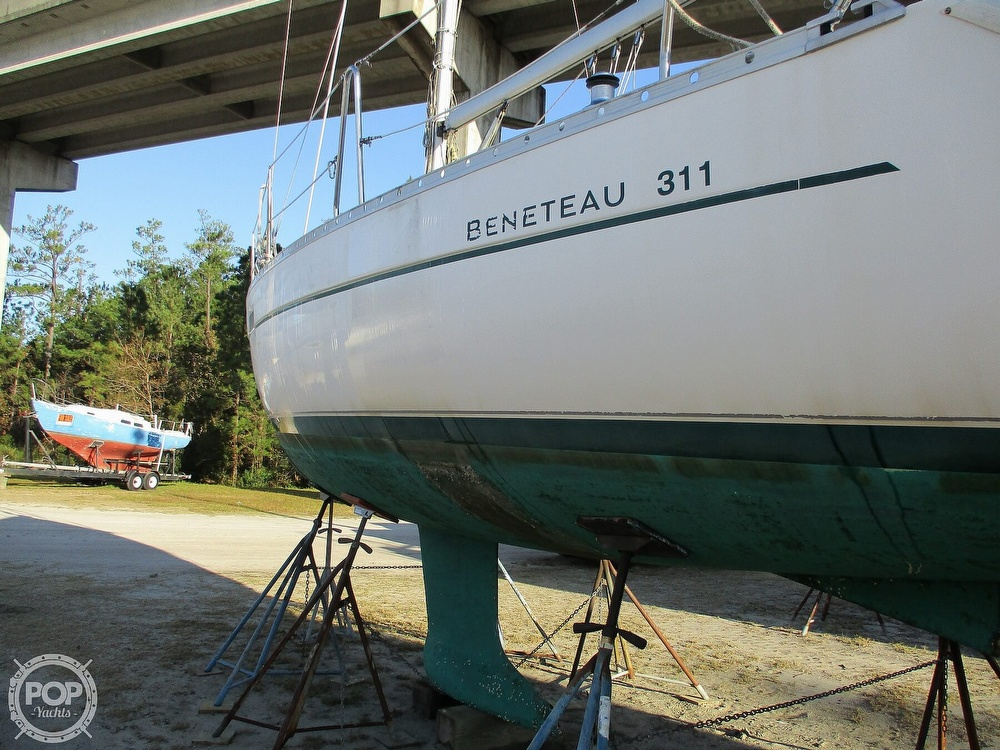 2000 Beneteau boat for sale, model of the boat is 311 & Image # 5 of 32