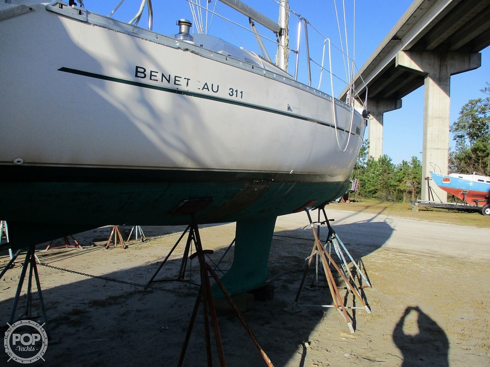 2000 Beneteau boat for sale, model of the boat is 311 & Image # 7 of 32