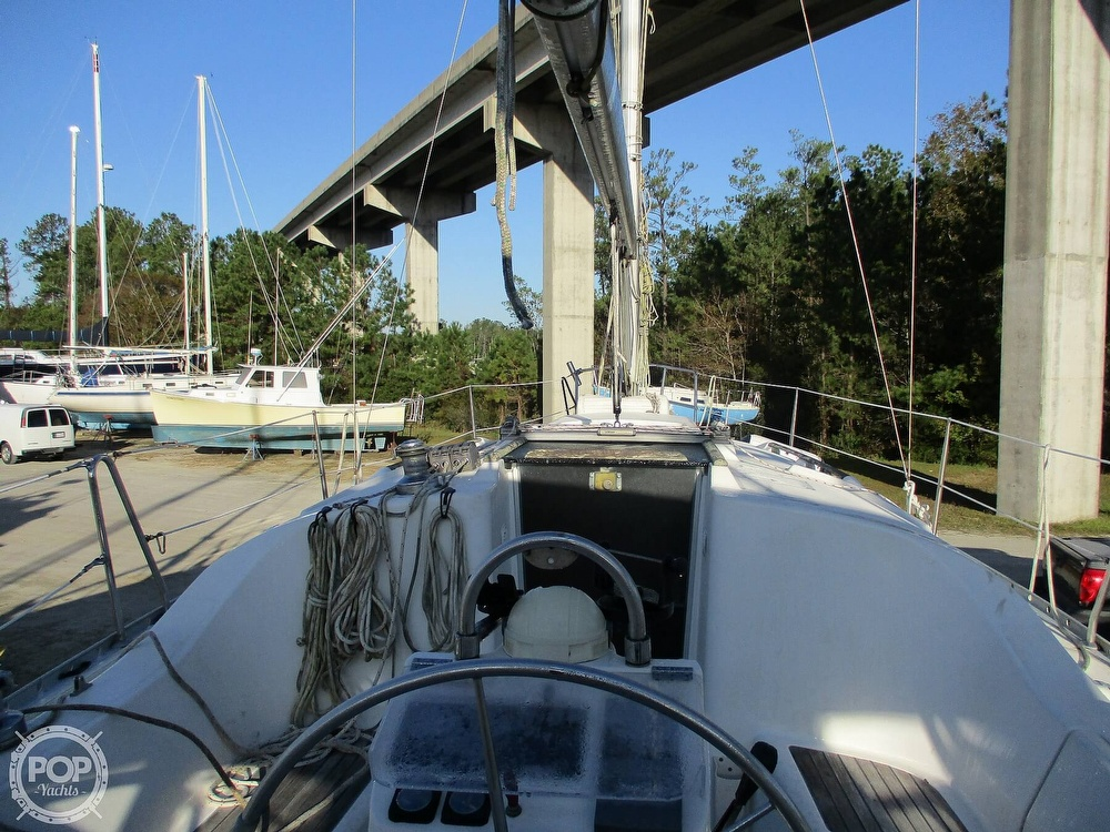 2000 Beneteau boat for sale, model of the boat is 311 & Image # 10 of 32