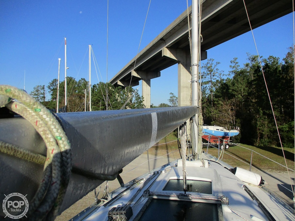2000 Beneteau boat for sale, model of the boat is 311 & Image # 12 of 32