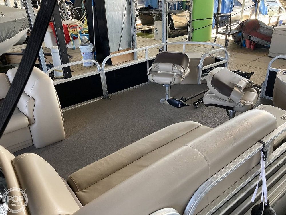 2017 Sun Tracker boat for sale, model of the boat is XP3 Fishing Barge & Image # 18 of 40