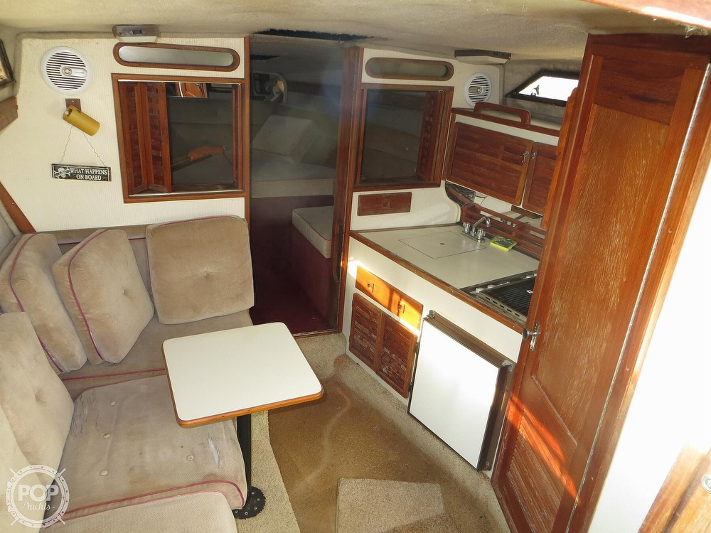 1987 Regal boat for sale, model of the boat is Commodore 277 & Image # 6 of 40