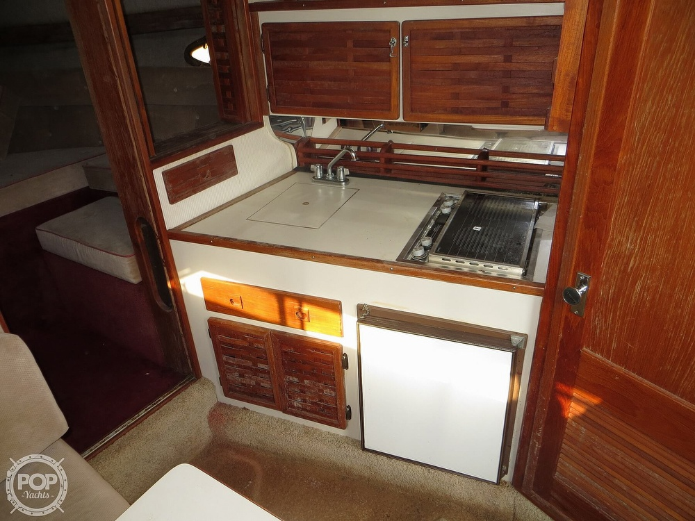 1987 Regal boat for sale, model of the boat is Commodore 277 & Image # 8 of 40