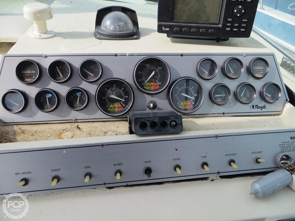 1987 Regal boat for sale, model of the boat is Commodore 277 & Image # 21 of 40