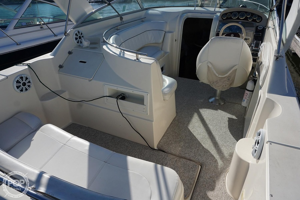 2000 Rinker boat for sale, model of the boat is 270 Fiesta Vee & Image # 39 of 40