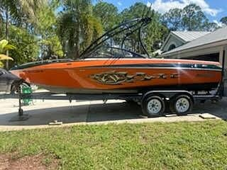 2006 Malibu boat for sale, model of the boat is Wakesetter & Image # 2 of 41