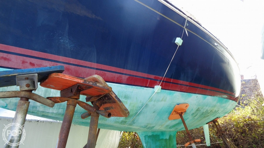 1986 C & C boat for sale, model of the boat is 33 MK II & Image # 13 of 40