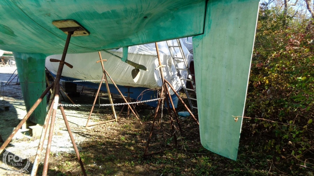 1986 C & C boat for sale, model of the boat is 33 MK II & Image # 19 of 40