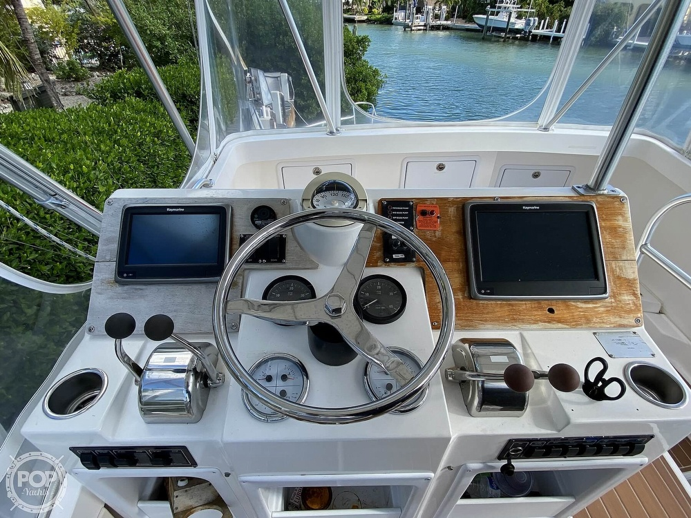 2003 Luhrs boat for sale, model of the boat is 34 Convertible & Image # 12 of 40
