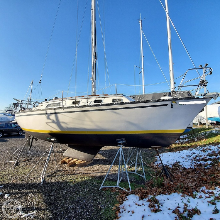 1978 Hunter boat for sale, model of the boat is 30 & Image # 2 of 40