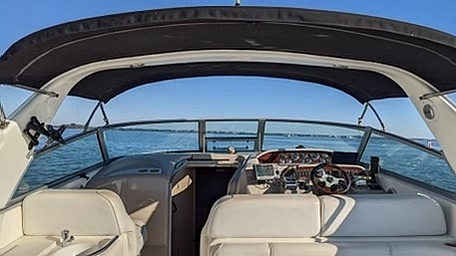 1998 Sea Ray boat for sale, model of the boat is 330 Sundancer & Image # 33 of 40