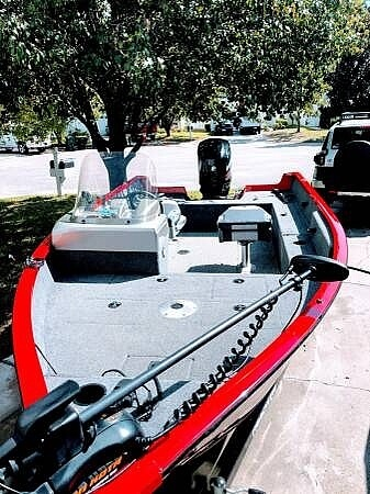 2016 Tracker Boats boat for sale, model of the boat is Pro Guide V 16 & Image # 10 of 40