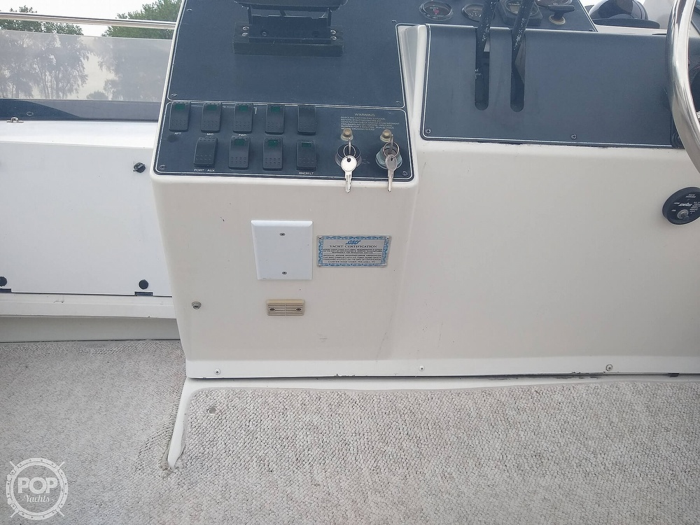 1994 Carver boat for sale, model of the boat is 300 Aft Cabin & Image # 13 of 40