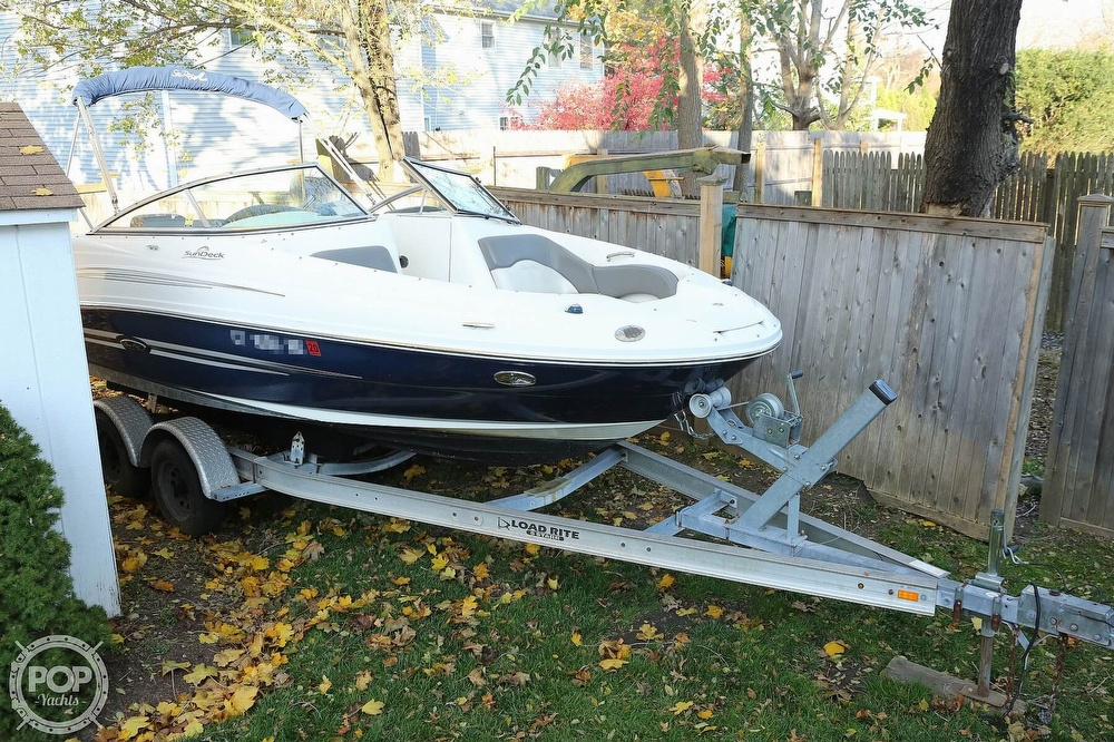 2011 Sea Ray boat for sale, model of the boat is 200 Sundeck & Image # 3 of 40