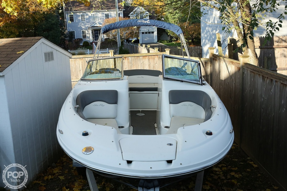 2011 Sea Ray boat for sale, model of the boat is 200 Sundeck & Image # 4 of 40