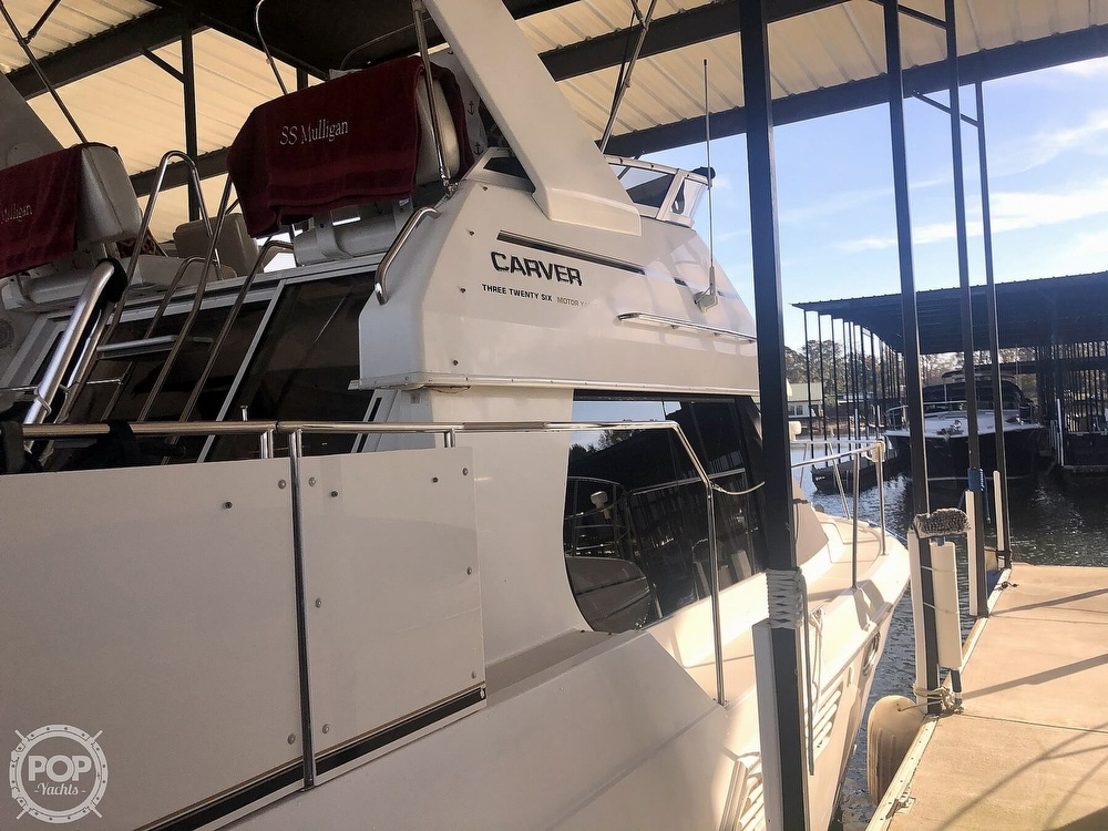 2000 Carver boat for sale, model of the boat is 326 & Image # 12 of 40