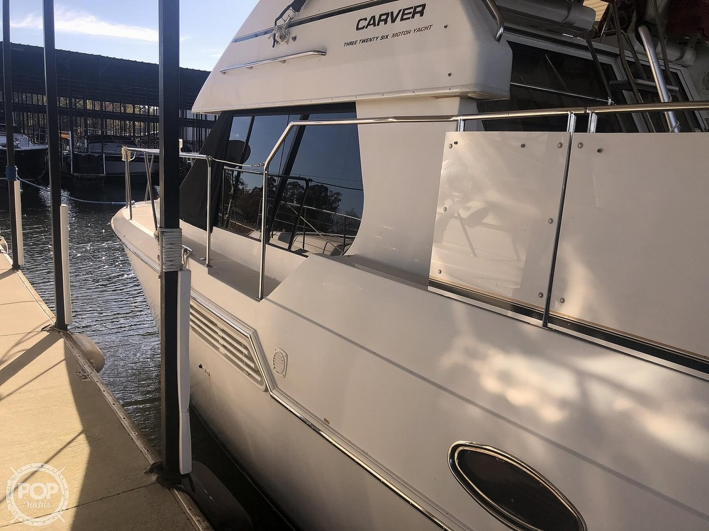 2000 Carver boat for sale, model of the boat is 326 & Image # 25 of 40