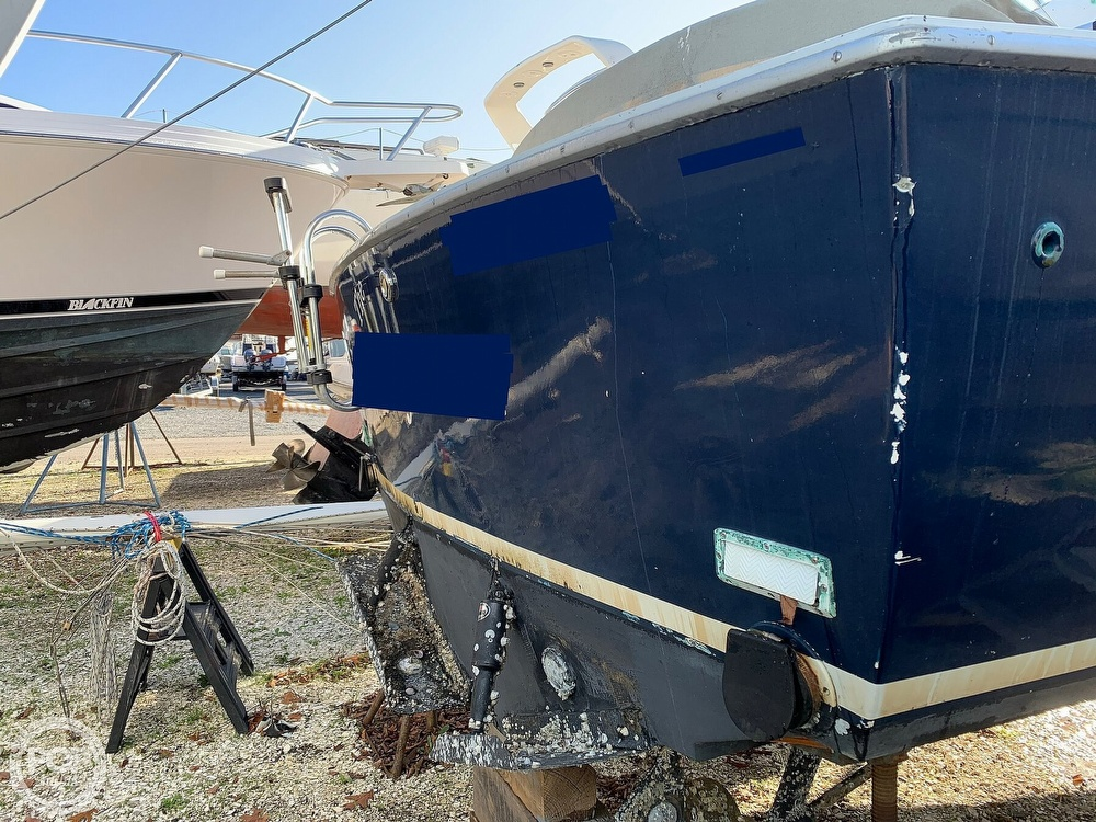 1974 Bertram boat for sale, model of the boat is 28 Sedan Sport Fisherman & Image # 7 of 40