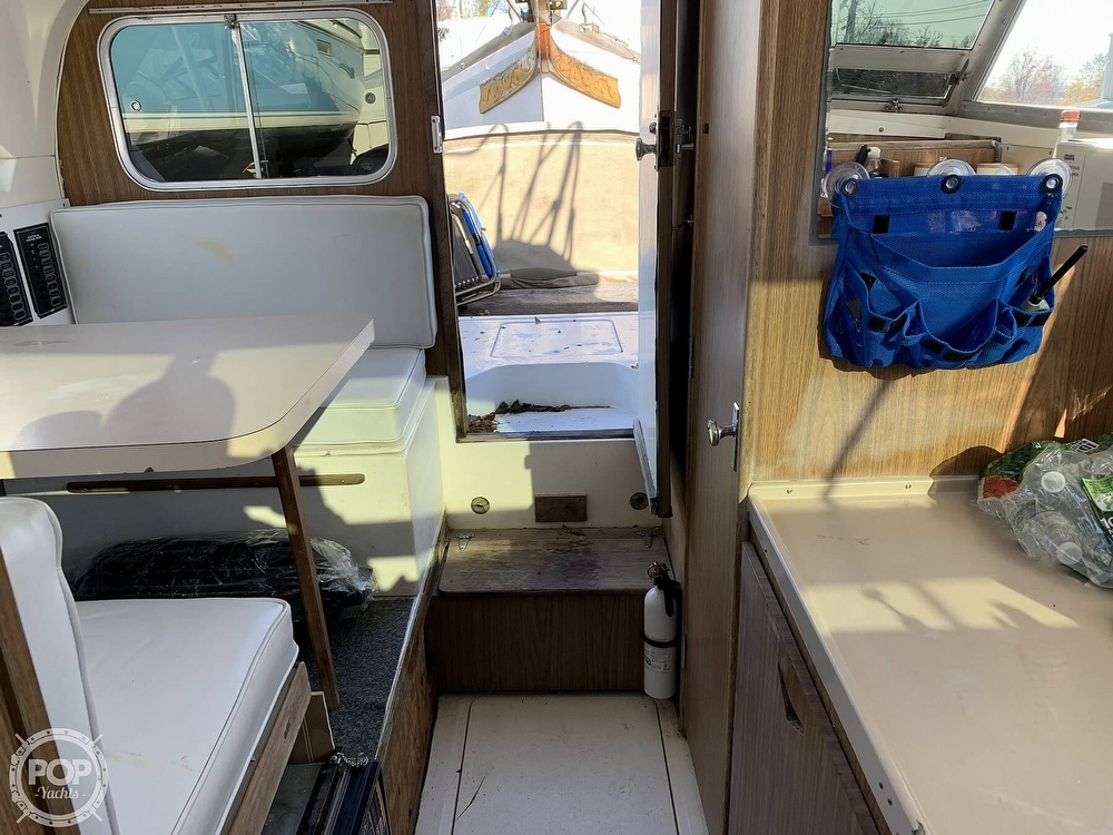 1974 Bertram boat for sale, model of the boat is 28 Sedan Sport Fisherman & Image # 4 of 40