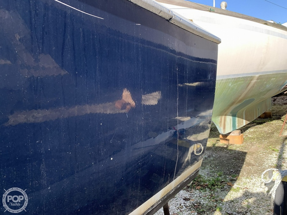 1974 Bertram boat for sale, model of the boat is 28 Sedan Sport Fisherman & Image # 34 of 40