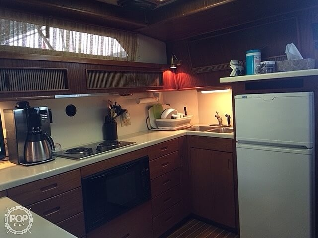1986 Sea Ray boat for sale, model of the boat is 390 EC & Image # 10 of 40