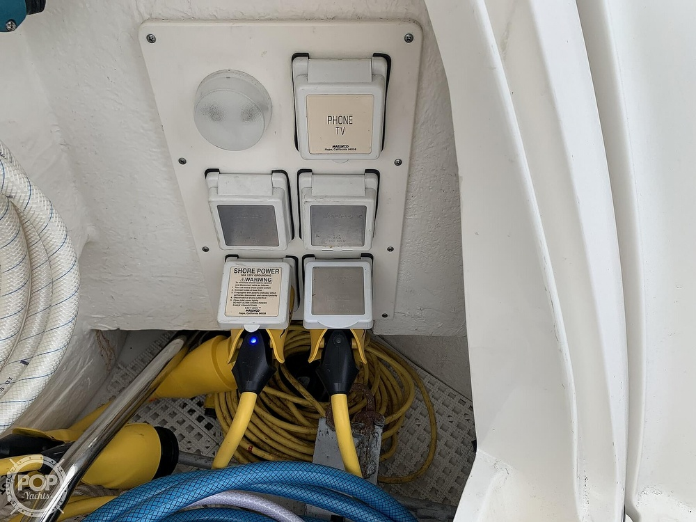 2010 Sea Ray boat for sale, model of the boat is 390 Sundancer & Image # 19 of 40