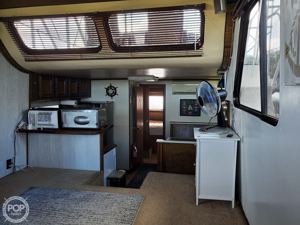 1985 Holiday Mansion boat for sale, model of the boat is Coastal Barracuda Aft Cabin & Image # 2 of 40