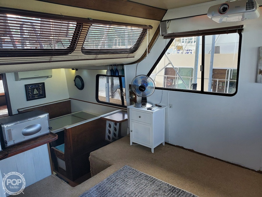 1985 Holiday Mansion boat for sale, model of the boat is Coastal Barracuda Aft Cabin & Image # 9 of 40