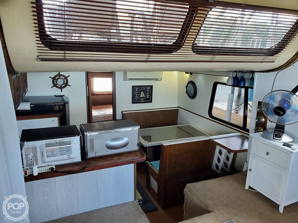 1985 Holiday Mansion boat for sale, model of the boat is Coastal Barracuda Aft Cabin & Image # 3 of 40