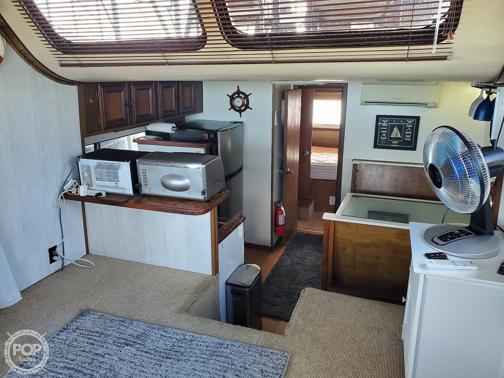 1985 Holiday Mansion boat for sale, model of the boat is Coastal Barracuda Aft Cabin & Image # 5 of 40