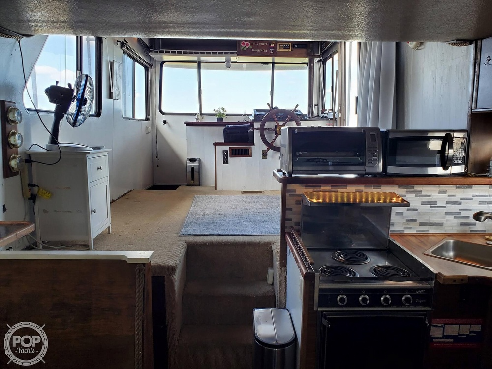 1985 Holiday Mansion boat for sale, model of the boat is Coastal Barracuda Aft Cabin & Image # 10 of 40