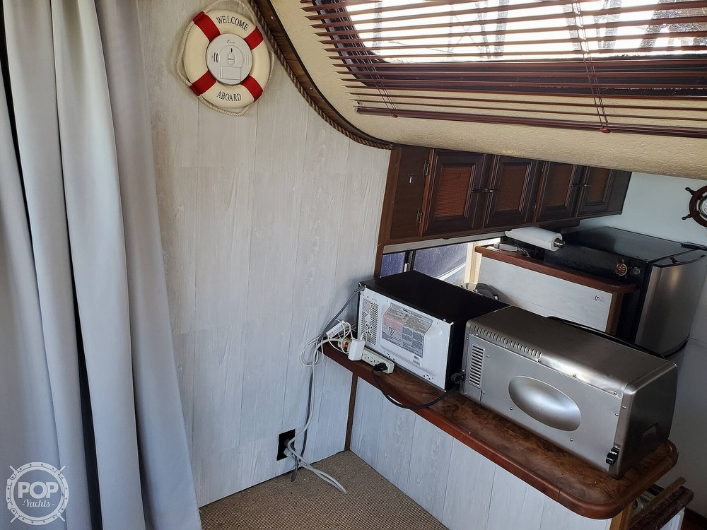 1985 Holiday Mansion boat for sale, model of the boat is Coastal Barracuda Aft Cabin & Image # 11 of 40