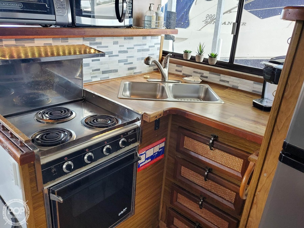 1985 Holiday Mansion boat for sale, model of the boat is Coastal Barracuda Aft Cabin & Image # 26 of 40
