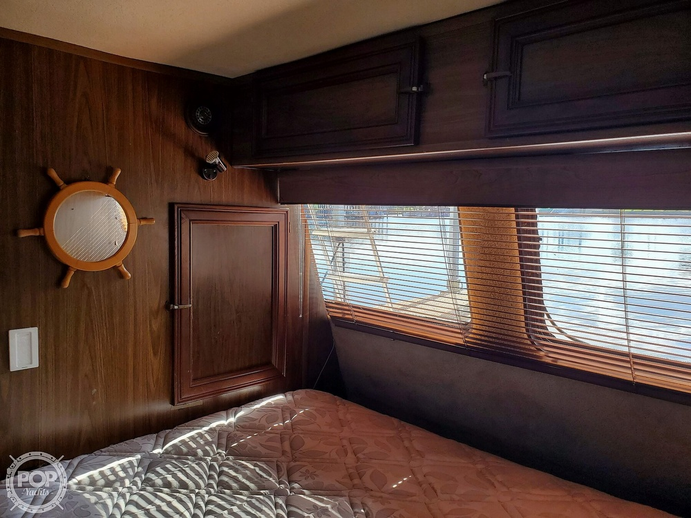 1985 Holiday Mansion boat for sale, model of the boat is Coastal Barracuda Aft Cabin & Image # 32 of 40