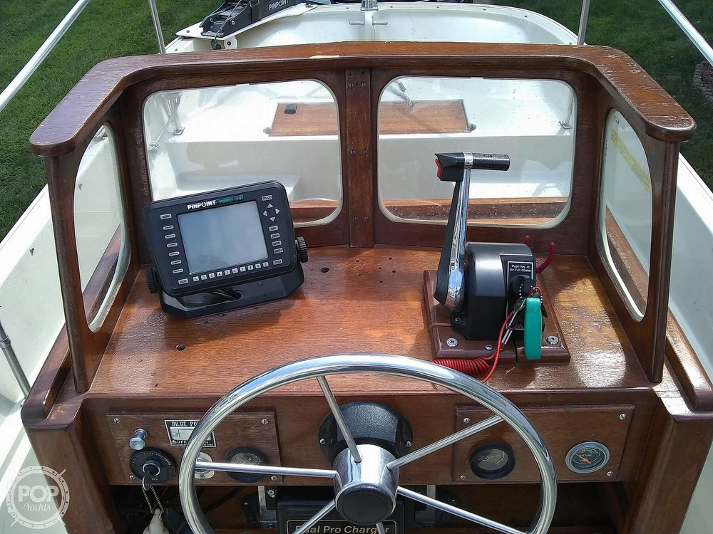 1974 Boston Whaler boat for sale, model of the boat is Nauset 17 & Image # 3 of 8