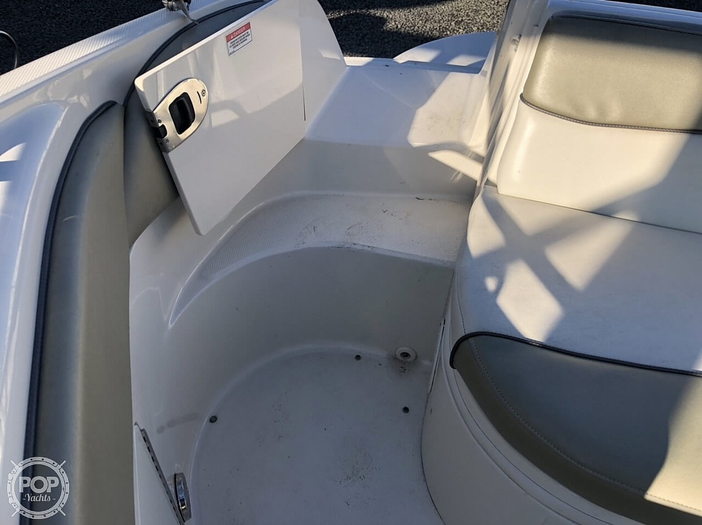 2006 Sea Ray boat for sale, model of the boat is 240 Sundeck & Image # 31 of 40