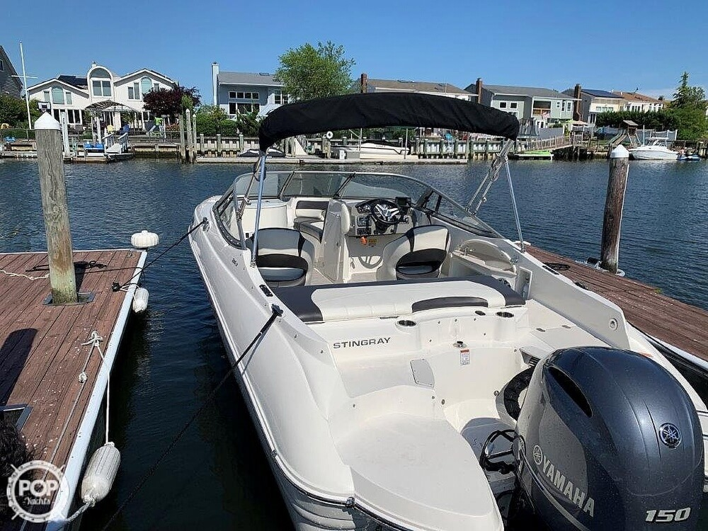 2018 Stingray boat for sale, model of the boat is 214LR & Image # 14 of 40