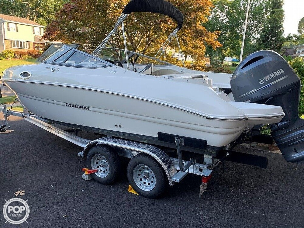 2018 Stingray boat for sale, model of the boat is 214LR & Image # 4 of 40