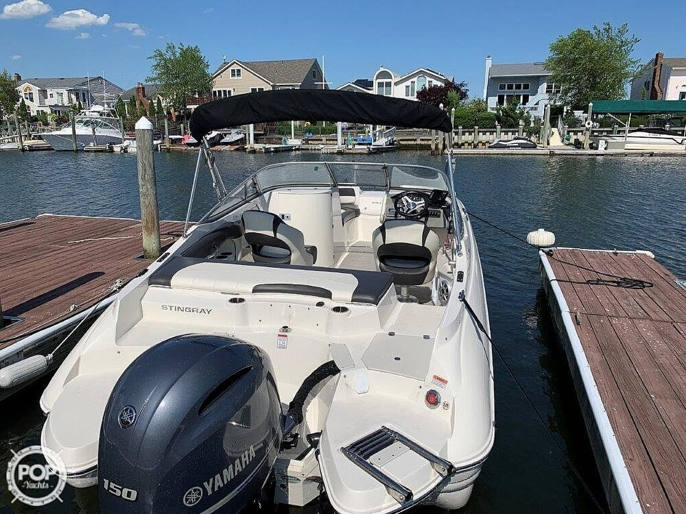 2018 Stingray boat for sale, model of the boat is 214LR & Image # 15 of 40