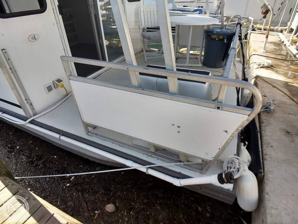 2010 Catamaran Cruisers boat for sale, model of the boat is 1035 Houseboat & Image # 8 of 40