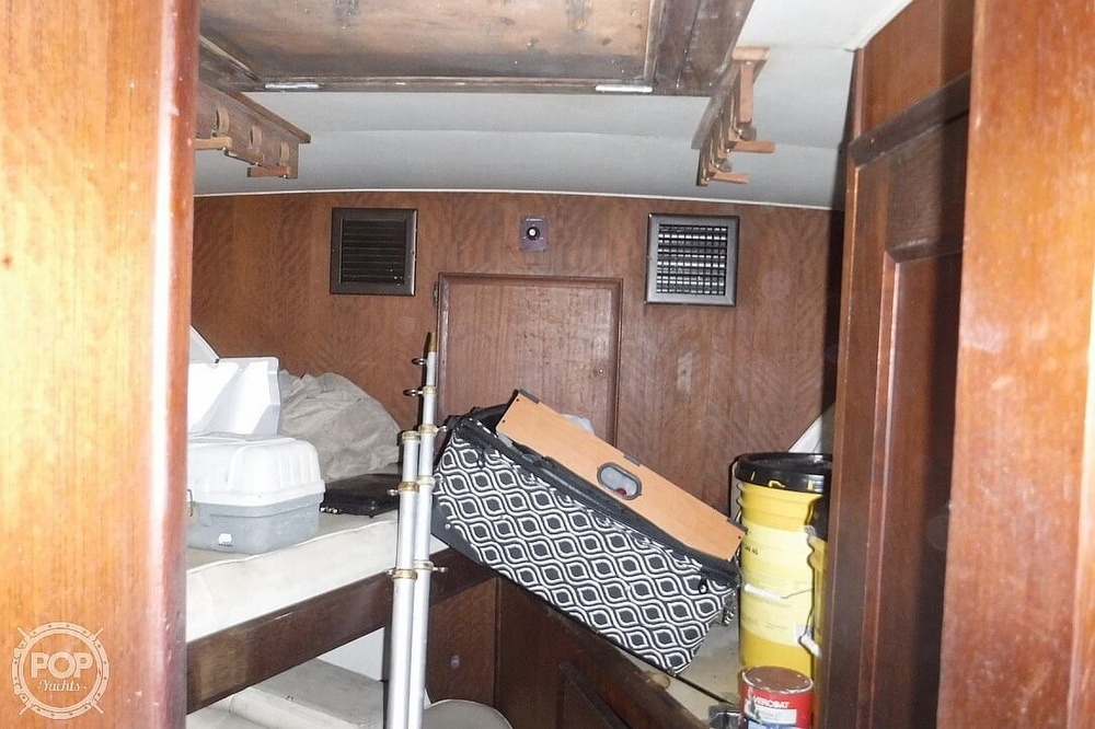 1977 Hatteras boat for sale, model of the boat is 46 Convertible & Image # 35 of 40