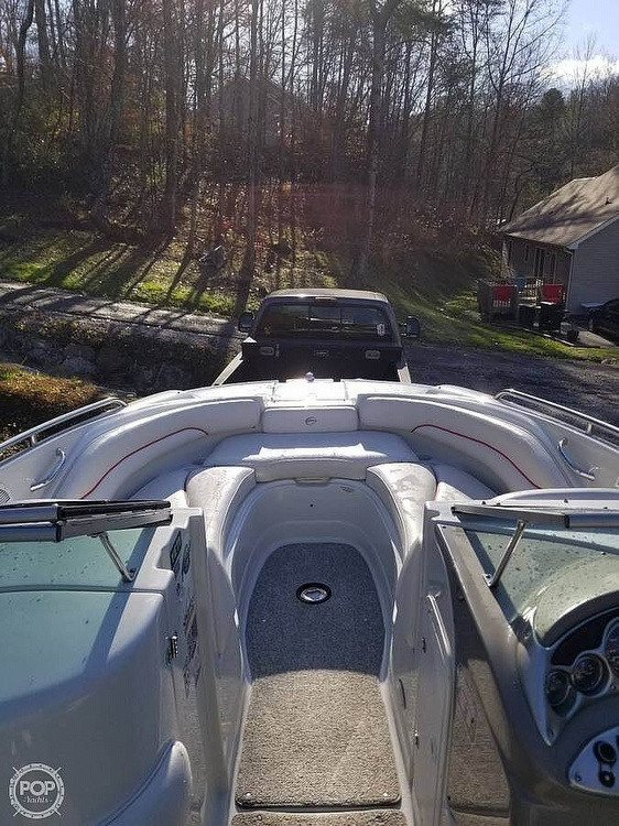 2005 Crownline boat for sale, model of the boat is 220EX & Image # 7 of 15