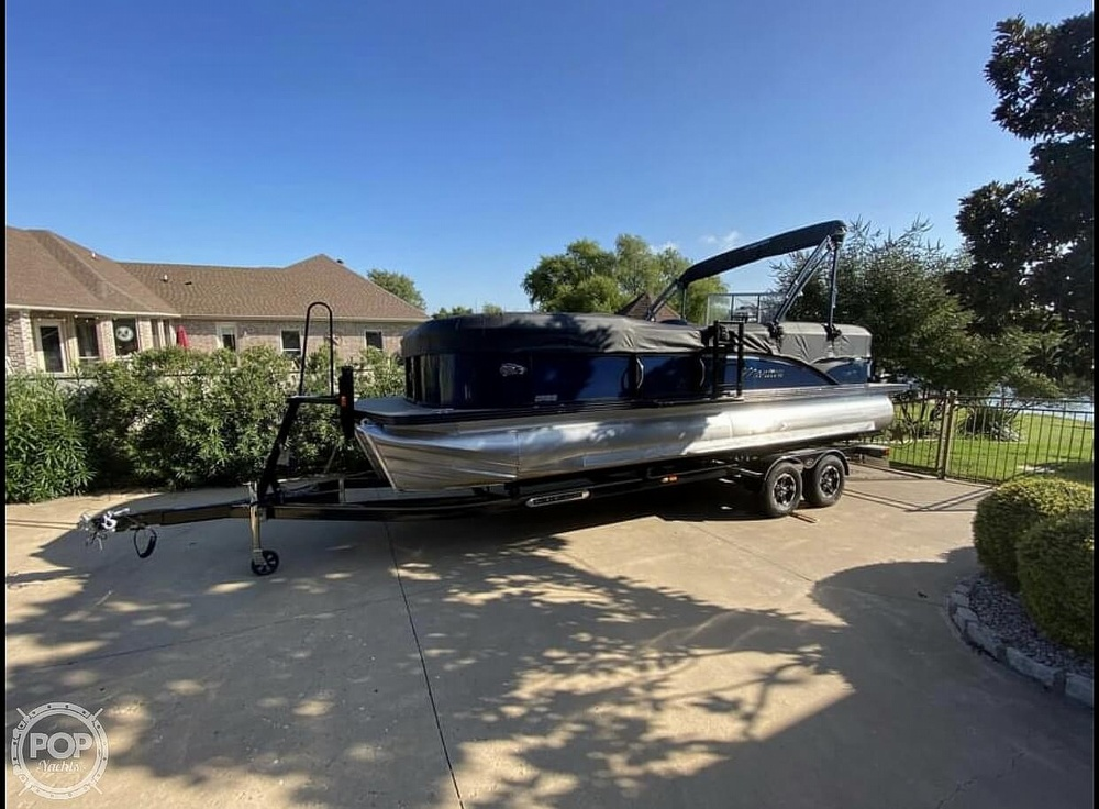 2018 Manitou boat for sale, model of the boat is 20 Oasis & Image # 7 of 8