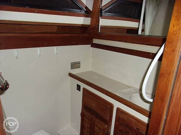 1987 Regal boat for sale, model of the boat is Commodore 277xl & Image # 12 of 26