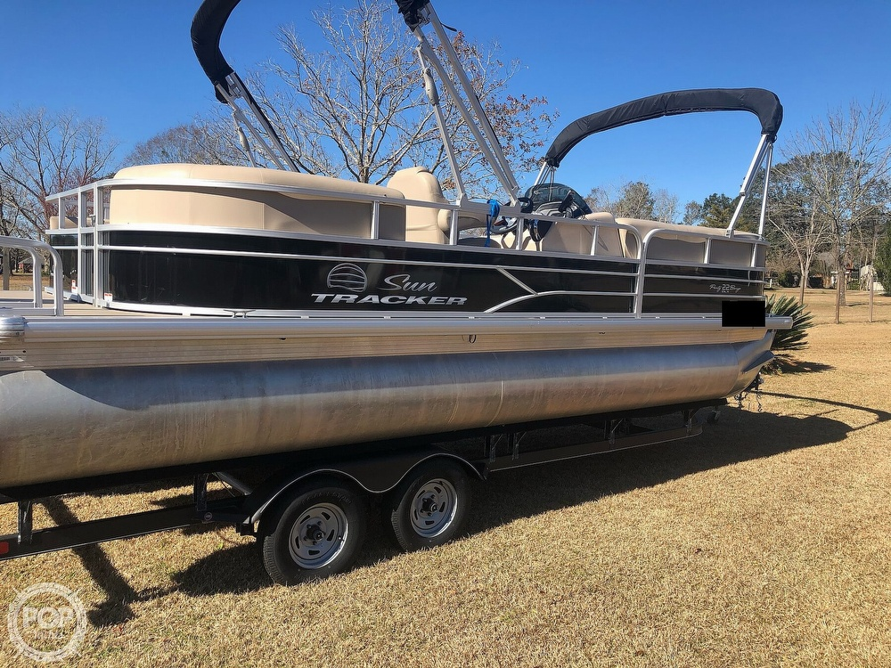 2017 Sun Tracker boat for sale, model of the boat is Party barge 22 dlx & Image # 2 of 40