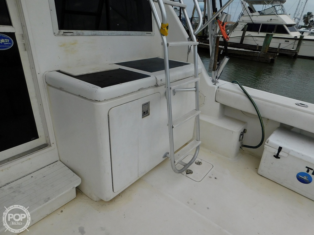 1990 Tiara Yachts boat for sale, model of the boat is 4300 & Image # 24 of 40