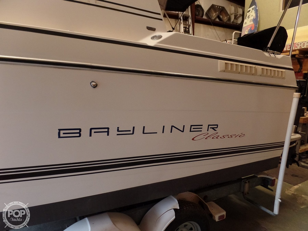 1993 Bayliner boat for sale, model of the boat is 2452 Cabin & Image # 10 of 40