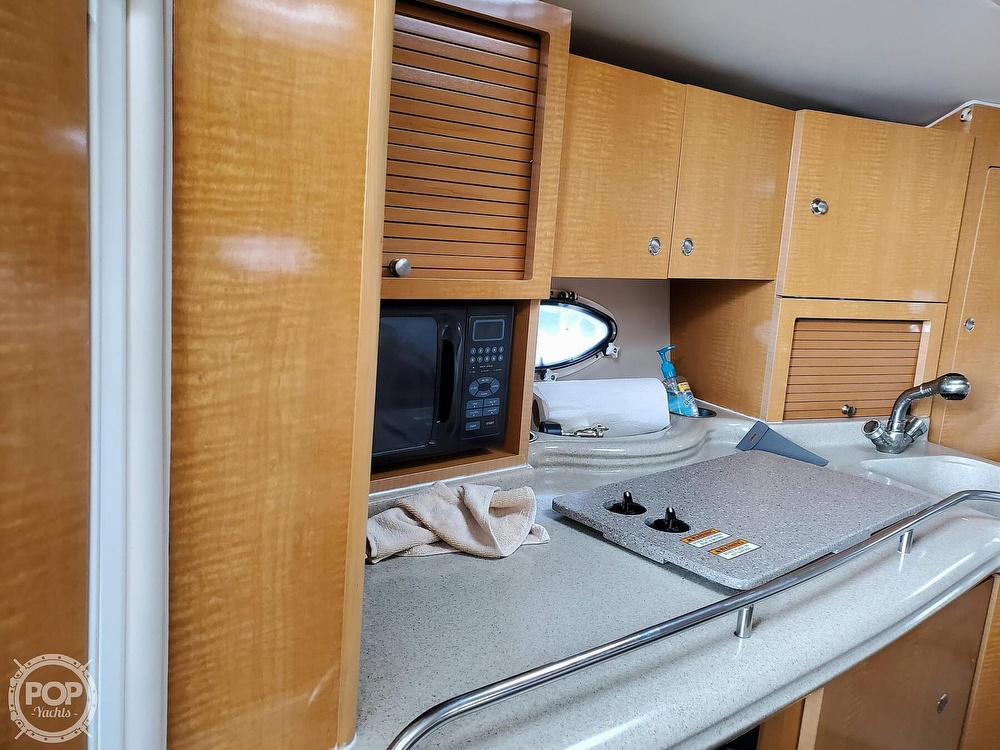 2008 Larson boat for sale, model of the boat is 330 Cabrio & Image # 17 of 25