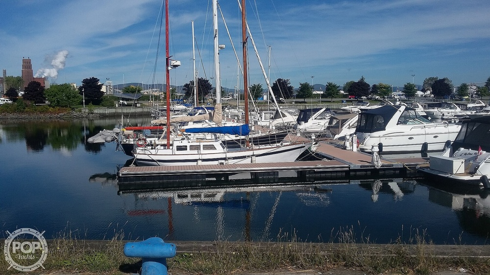2001 Endurance boat for sale, model of the boat is 35 & Image # 13 of 40